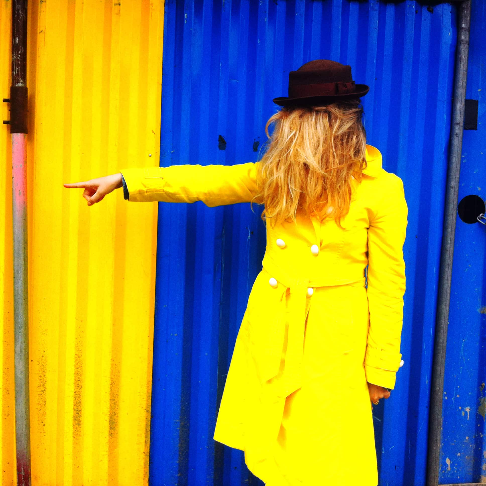 Yellow anorak, blue